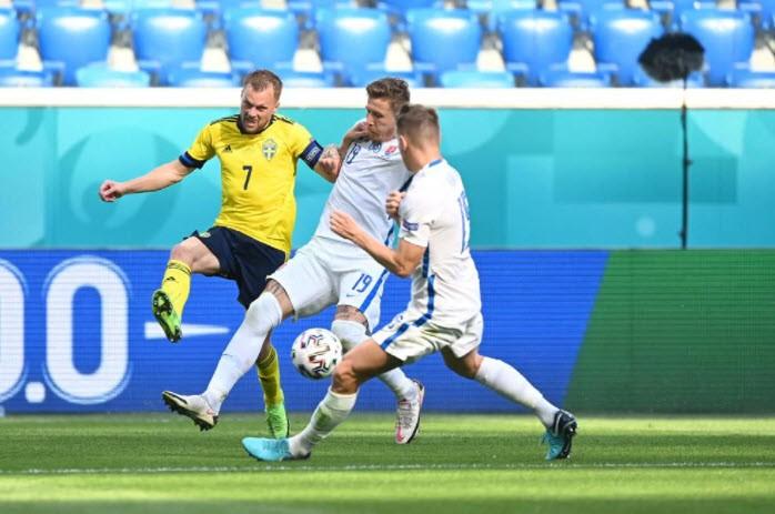 Quả phạt đền định đoạt kết quả trận Thụy Điển - Slovakia - ảnh 5