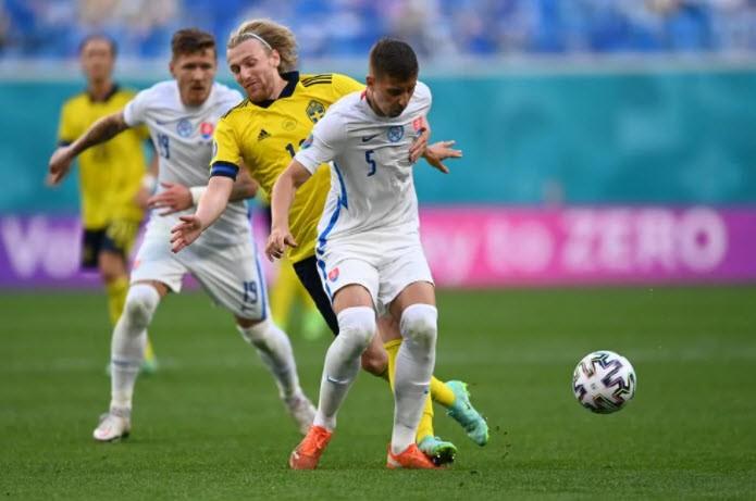 Quả phạt đền định đoạt kết quả trận Thụy Điển - Slovakia - ảnh 2