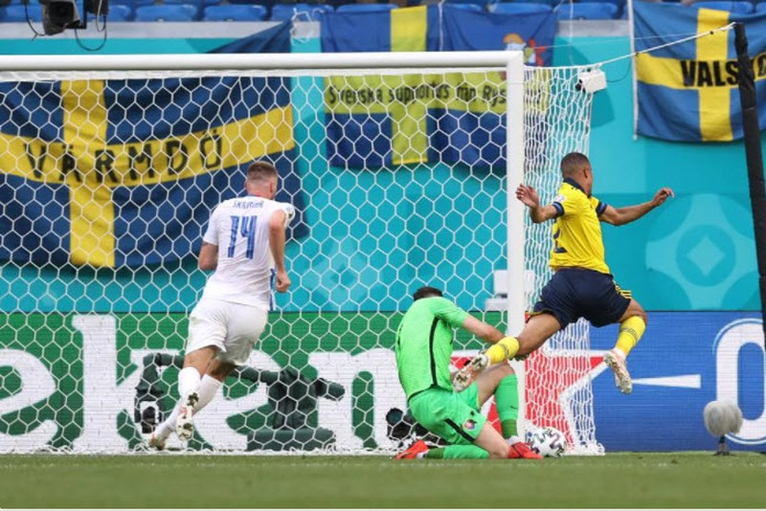 Quả phạt đền định đoạt kết quả trận Thụy Điển - Slovakia - ảnh 6