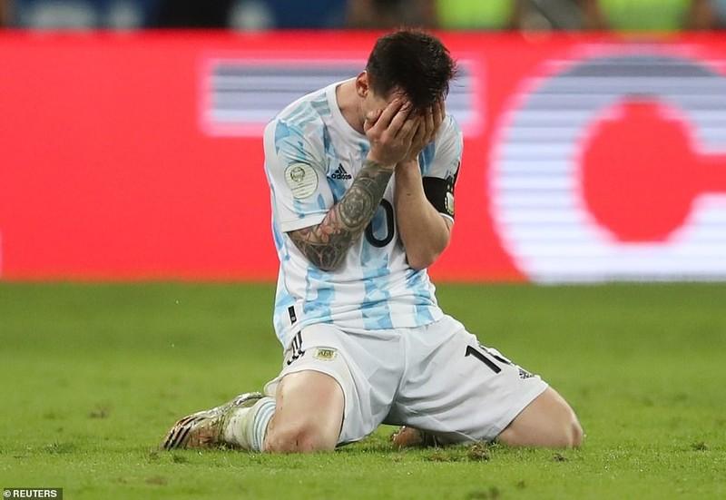 Vừa khóc xong, Neymar tươi cười dựa đầu vào vai Messi - ảnh 4