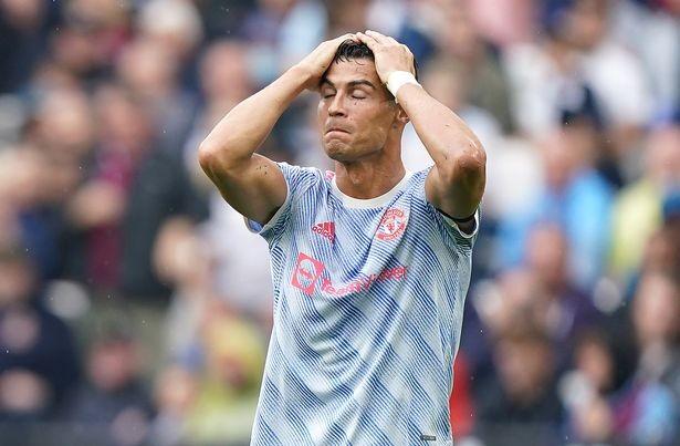 Lingard dạy kỹ năng cho Ronaldo trên sân tập MU - ảnh 2