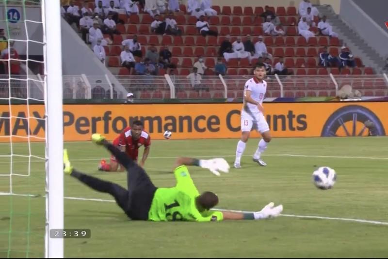 Hàng thủ liên tiếp sai lầm, tuyển Việt Nam thua ngược Oman, - ảnh 9