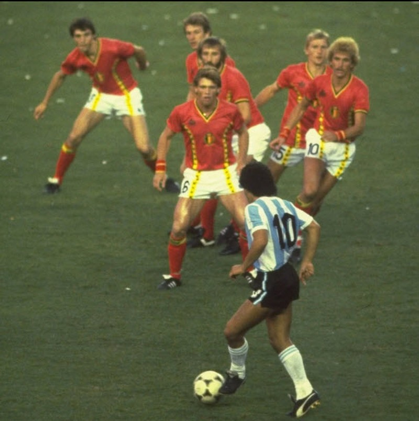 Messi lập kỷ lục, tái hiện khoảnh khắc kỳ diệu của Maradona - ảnh 2