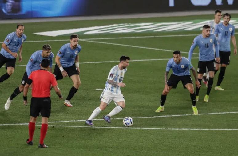 Messi lập kỷ lục, tái hiện khoảnh khắc kỳ diệu của Maradona - ảnh 3