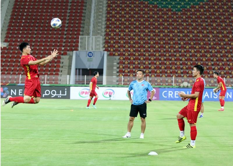 Hàng thủ liên tiếp sai lầm, tuyển Việt Nam thua ngược Oman, - ảnh 32