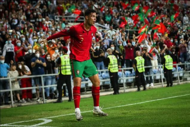 Lập hat-trick, Ronaldo kiếm thêm 1 kỷ lục thế giới - ảnh 4