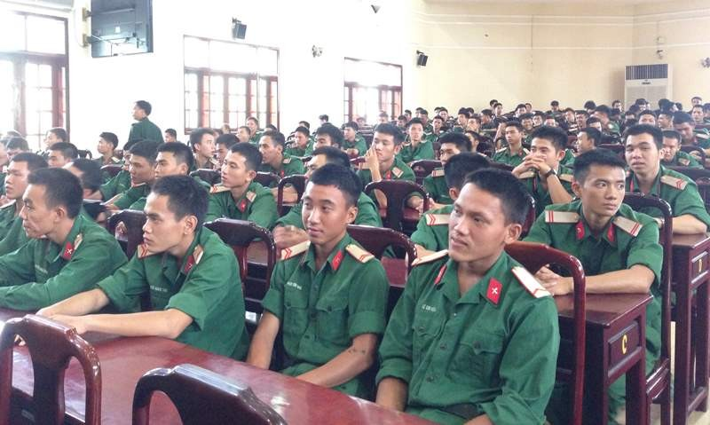 Tư vấn nghề nghiệp cho 500 chiến sĩ sắp xuất ngũ - ảnh 1