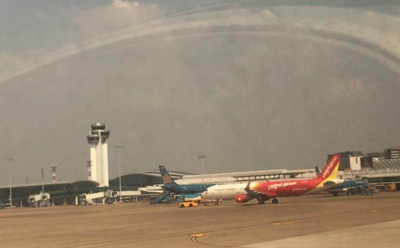 Sống cạnh sân bay chịu cảnh ô nhiễm khí thải, tiếng ồn máy bay - ảnh 1