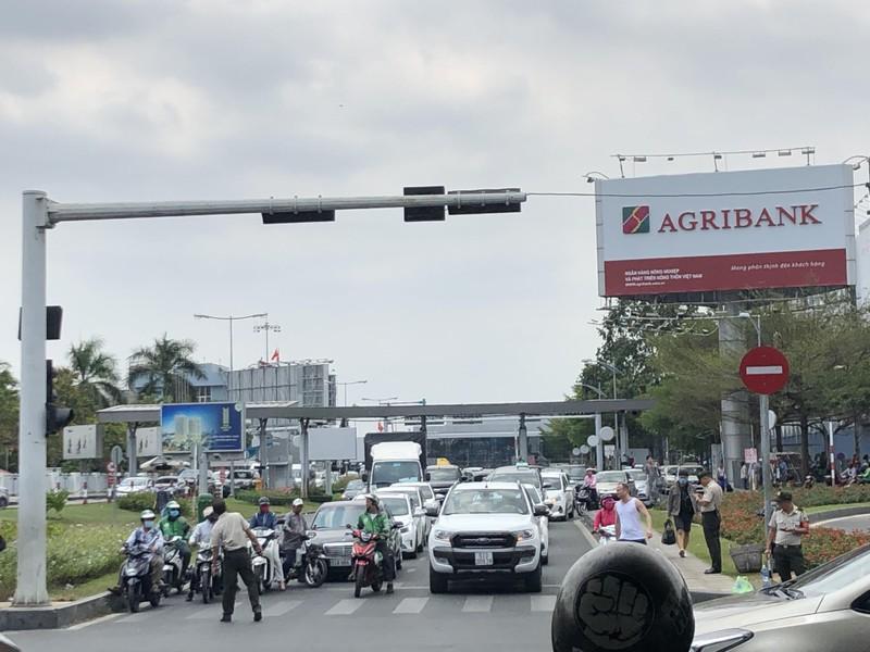 Sân bay Tân Sơn Nhất thắt chặt an ninh cấp độ 1 - ảnh 1