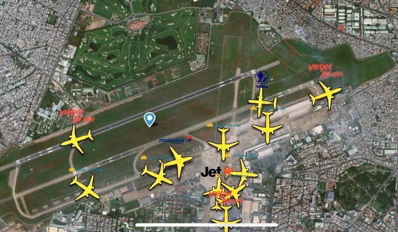 Hậu lễ, máy bay tấp nập trả khách ở sân bay Tân Sơn Nhất - ảnh 1
