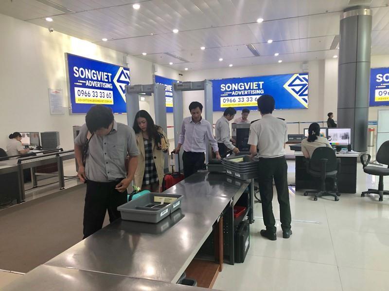 'Cầm nhầm' ví ở Tân Sơn Nhất, bị vịn lại ở sân bay Thọ Xuân - ảnh 1