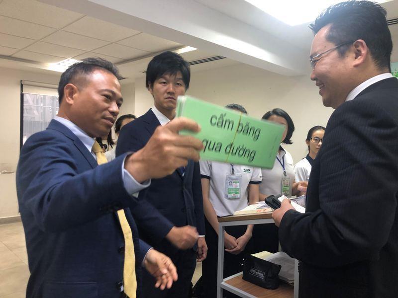 Thứ trưởng Nhật khuyên lao động dạy tiếng Việt cho người Nhật - ảnh 2
