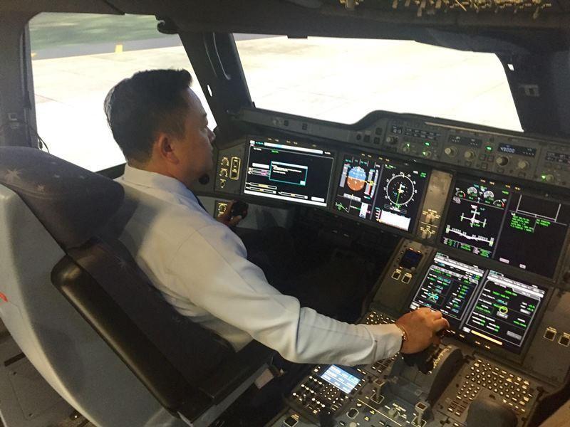 Phi công tiêu chuẩn cỡ nào được lái chuyên cơ? - ảnh 1