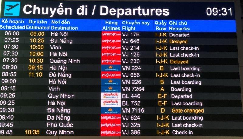 Sân bay Tân Sơn Nhất: Biển người chen chân về quê đón tết - ảnh 7