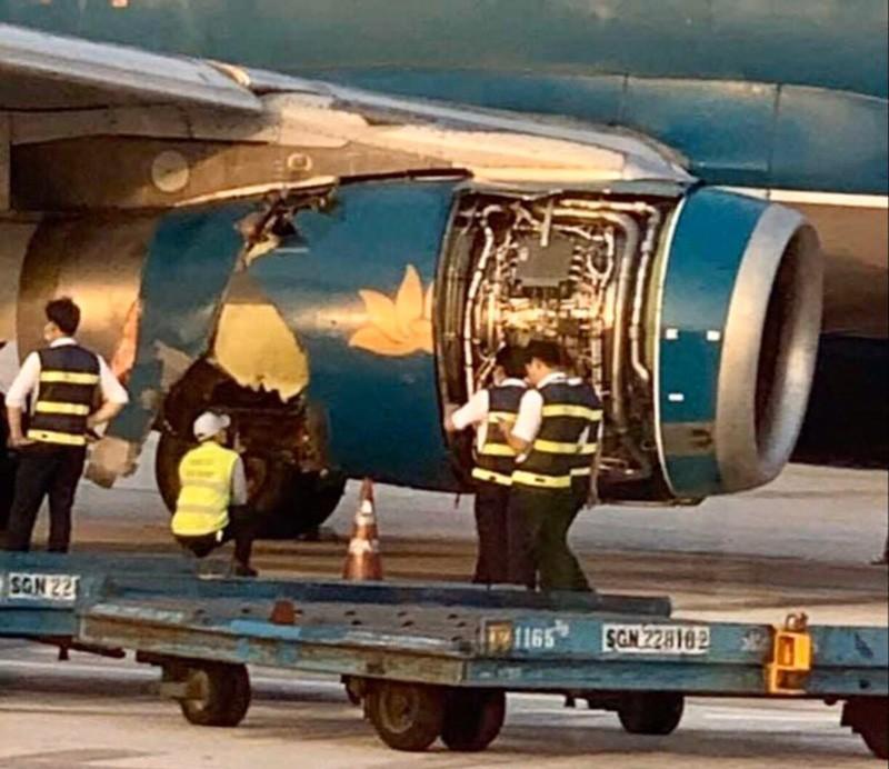Máy bay nổ lốp khi chạy đà tại sân bay Tân Sơn Nhất - ảnh 1