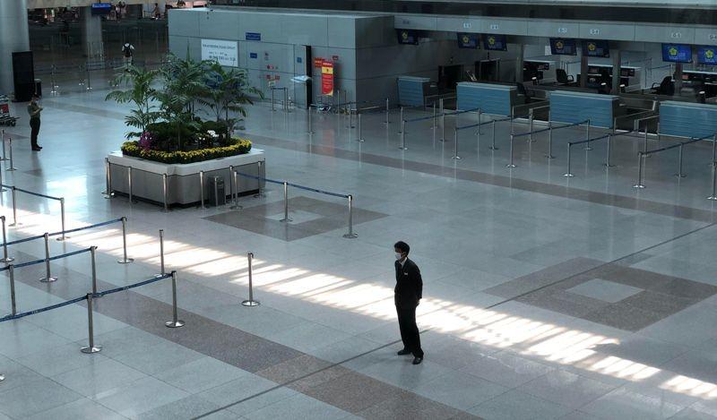 Cận cảnh sân bay phục vụ 38 triệu khách đìu hiu thời COVID-19 - ảnh 6