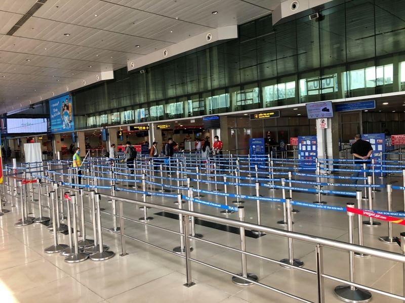 Cận cảnh sân bay phục vụ 38 triệu khách đìu hiu thời COVID-19 - ảnh 14