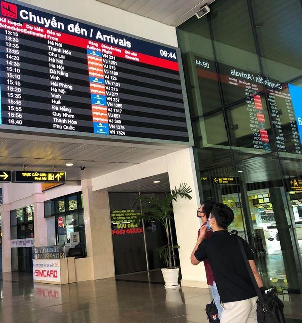 Phi trường Tân Sơn Nhất trống vắng khi giảm kỷ lục chuyến bay - ảnh 4
