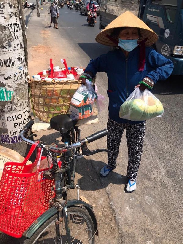 Người Sài Gòn đong đầy yêu thương: Nếu khó khăn cứ lấy 1 phần - ảnh 3