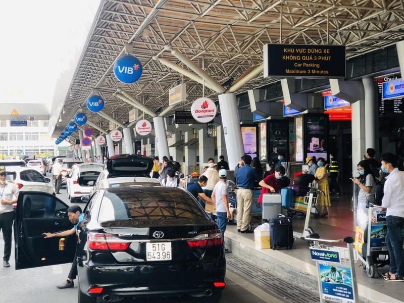 Sân bay Tân Sơn Nhất sôi động sau thời gian dài yên ắng - ảnh 4