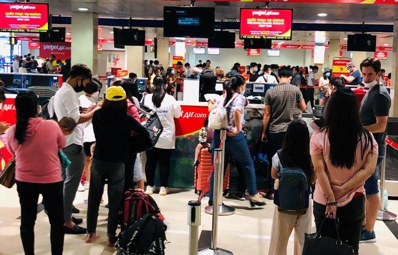 Sân bay Tân Sơn Nhất sôi động sau thời gian dài yên ắng - ảnh 5