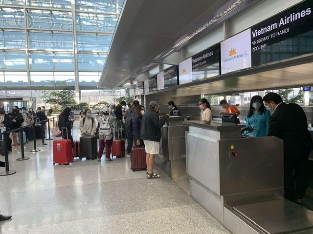 Chuyến bay dài 33 tiếng đưa 340 người từ Mỹ về nước  - ảnh 1