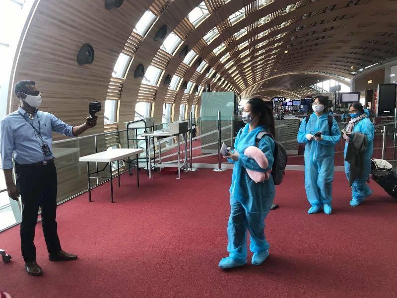 Chuyến bay đặc biệt đưa 340 công dân về Tân Sơn Nhất - ảnh 1