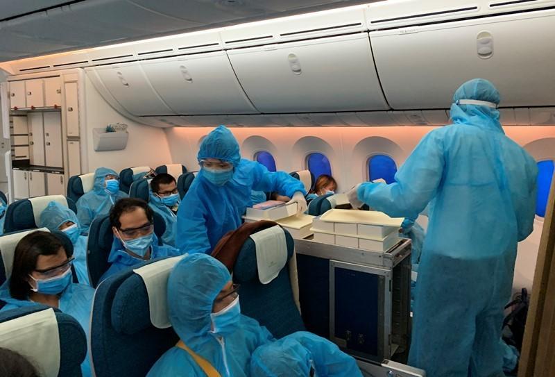 Chuyến bay đầu tiên đưa 340 công dân từ Đài Loan về nước - ảnh 1
