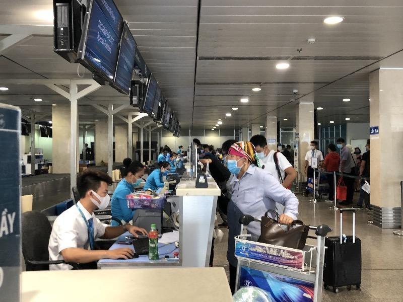 Các cảng hàng không siết chặt thực hiện quy trình y tế - ảnh 1