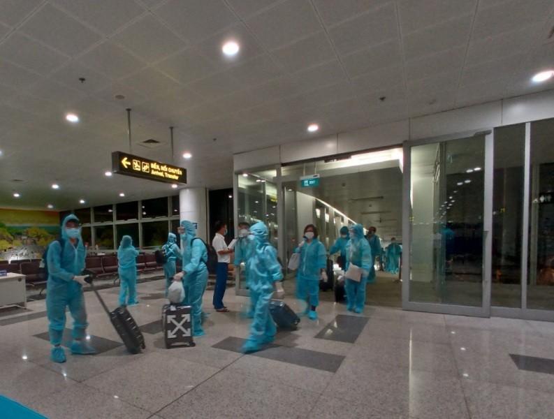Máy bay lớn nhất Việt Nam đưa 350 công dân từ Mỹ về nước - ảnh 1