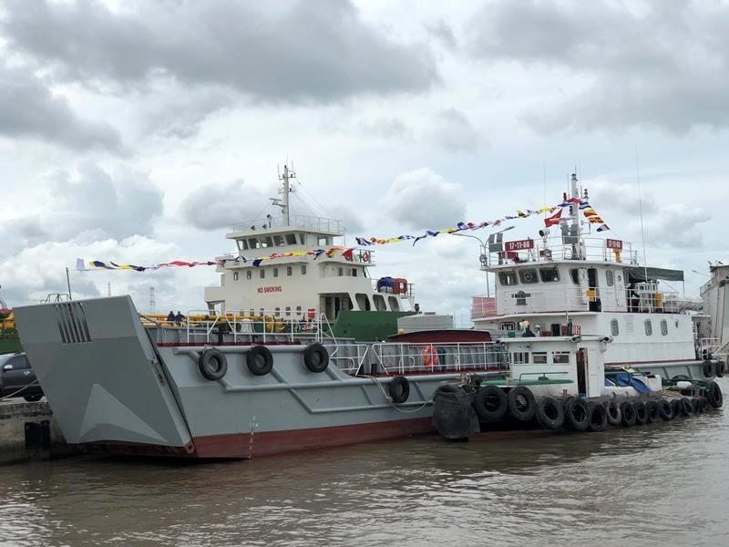 Nhà máy X51 bàn giao tàu vận tải đa năng cho Quân khu 7 - ảnh 3