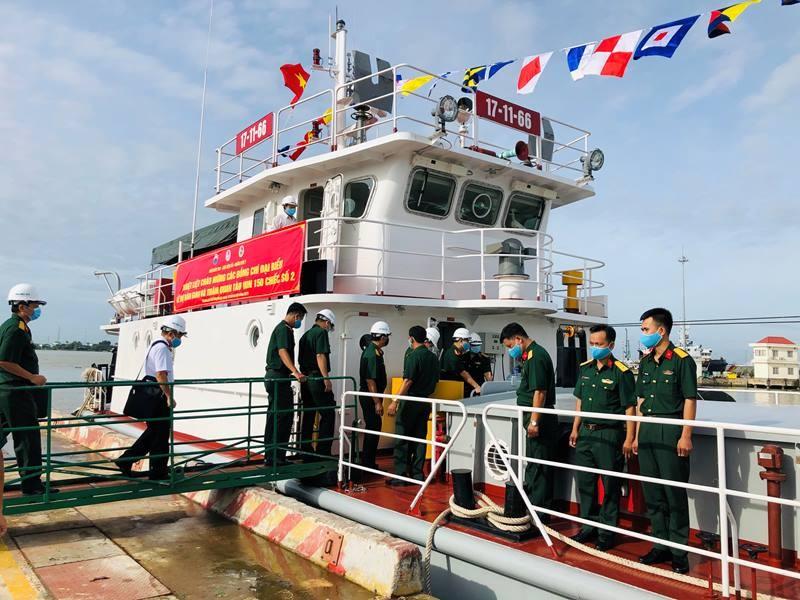 Nhà máy X51 bàn giao tàu vận tải đa năng cho Quân khu 7 - ảnh 4