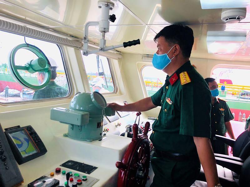 Nhà máy X51 bàn giao tàu vận tải đa năng cho Quân khu 7 - ảnh 5