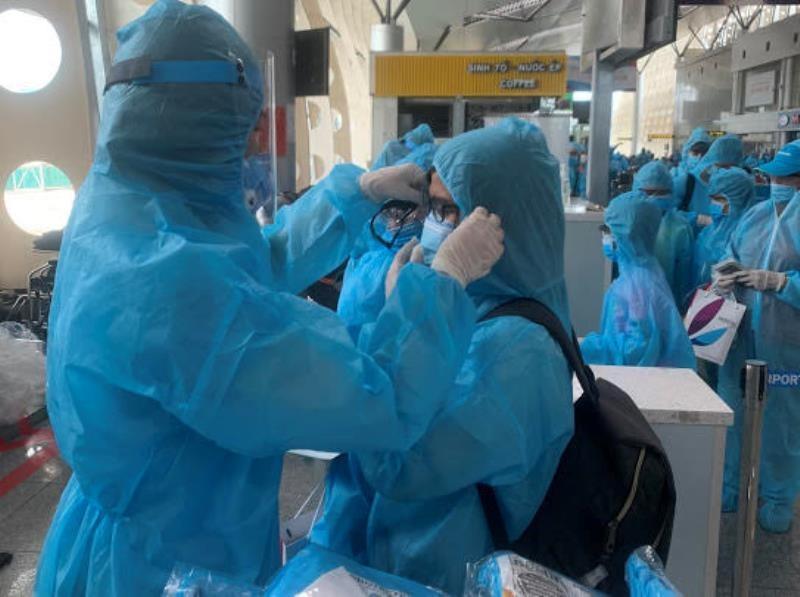 2 chuyến bay đưa 530 khách rời Đà Nẵng  - ảnh 1