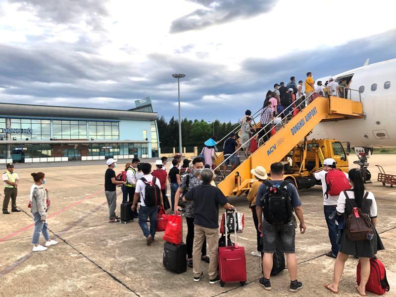 Bão số 5 ảnh hưởng trực tiếp sân bay Đồng Hới, Huế - ảnh 1