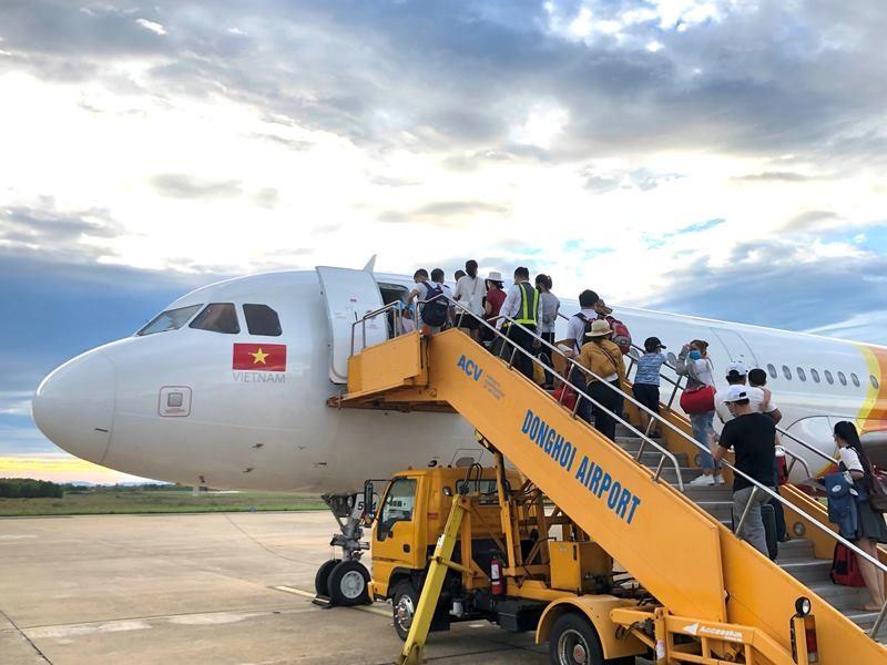 Hàng loạt chuyến bay bị hủy do bão số 5 - ảnh 1