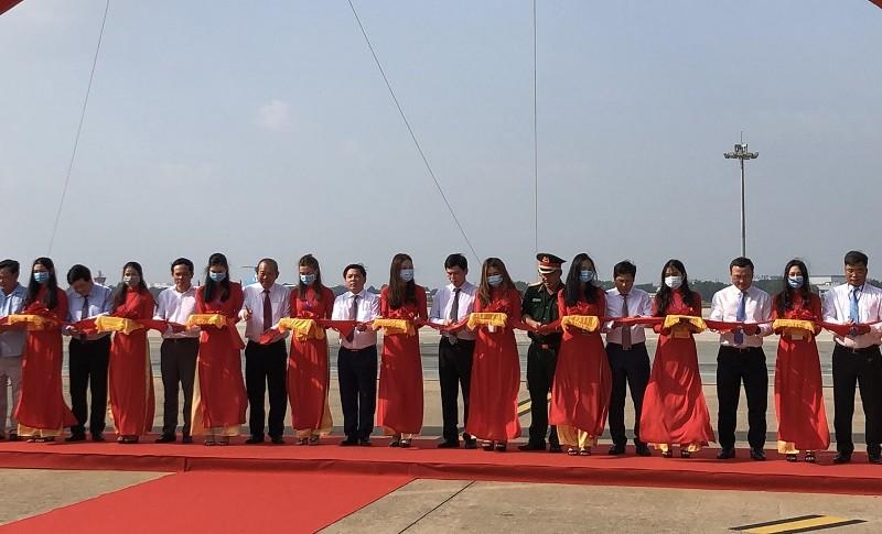 Sân bay Tân Sơn Nhất đưa đường băng hơn 2.000 tỉ vào khai thác - ảnh 1