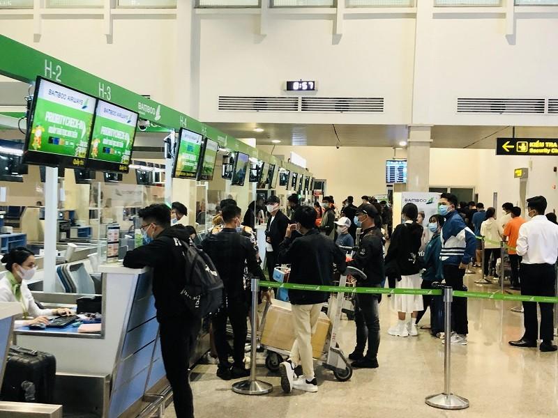 Hỏa tốc yêu cầu các hãng bay đổi vé, hoàn vé cho khách - ảnh 1