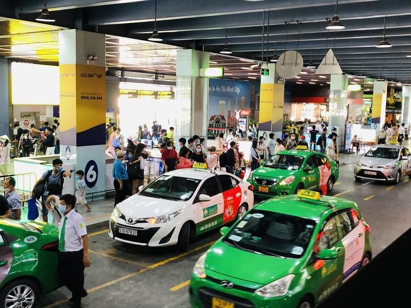 Sân bay Tân Sơn Nhất nhộn nhịp khách sau kỳ nghỉ lễ  - ảnh 4
