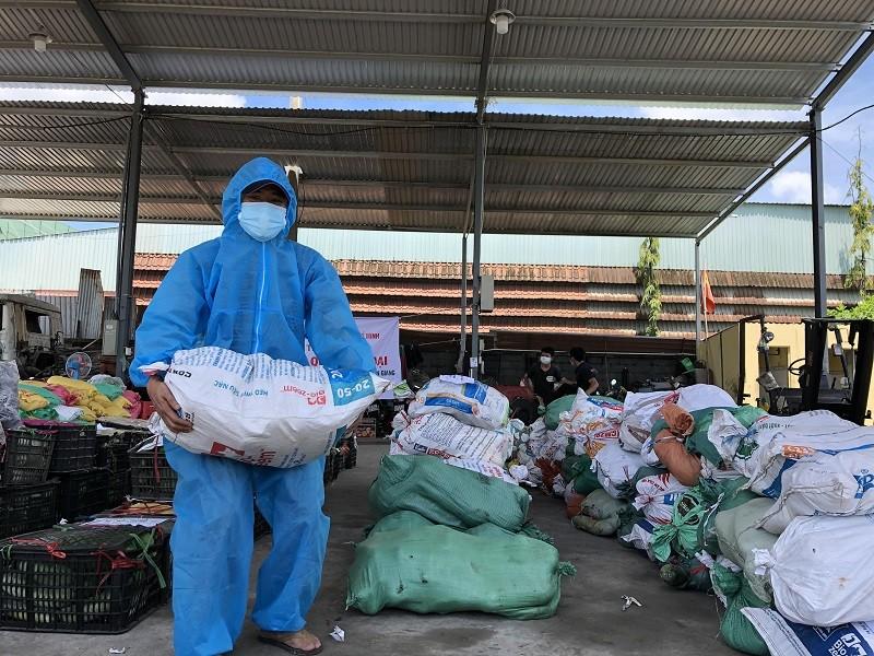 Bà con Lệ Thủy gửi 30 tấn gạo, rau củ vào TP.HCM chống dịch   - ảnh 1