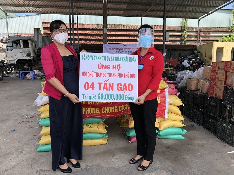 Bà con Lệ Thủy gửi 30 tấn gạo, rau củ vào TP.HCM chống dịch   - ảnh 3
