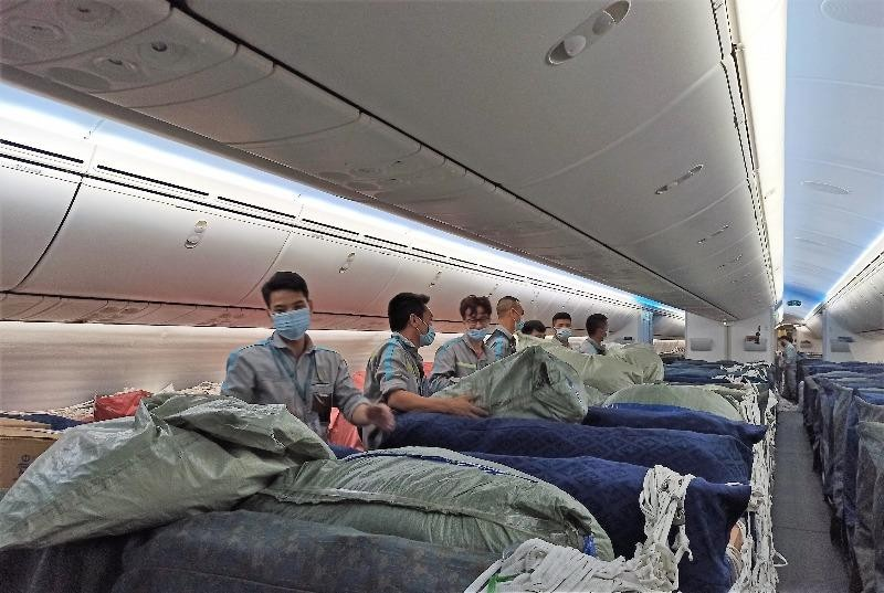 Vận chuyển 800 máy thở từ Hà Nội vào TP.HCM chống dịch - ảnh 1