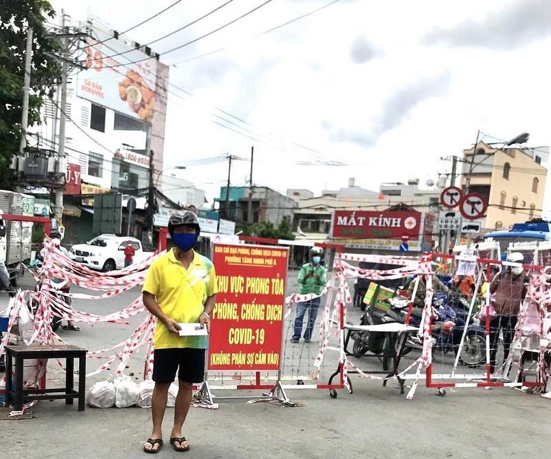 Tỉnh Quảng Bình hỗ trợ bà con đồng hương tại TP.HCM thêm 2 tỉ đồng - ảnh 2