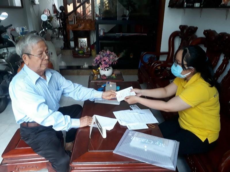 Bưu điện TP.HCM huy động 1.000 nhân viên phát lương tại nhà - ảnh 1