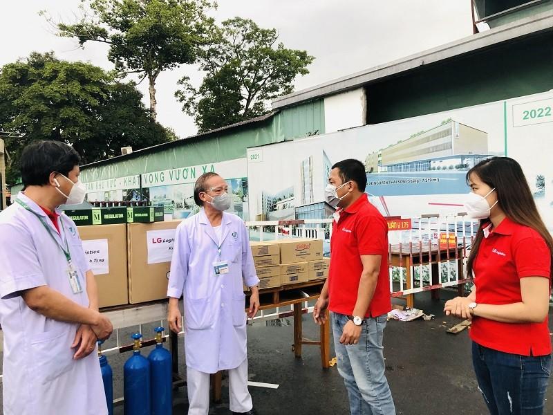CEO tình nguyện chống dịch, tặng quà trung thu tại Bệnh biện Quân y 175 - ảnh 1