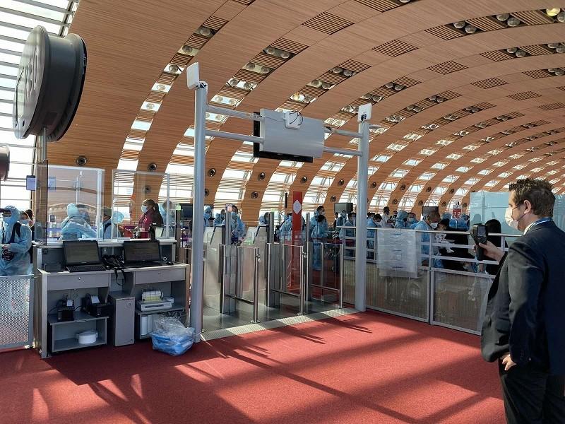 300 khách từ Pháp về sân bay Vân Đồn cách ly 7 ngày  - ảnh 1