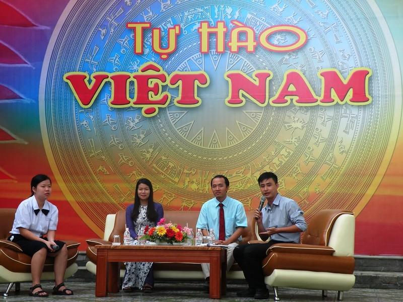 Vinh danh HS đạt giải á quân cuộc thi 'Tự hào Việt Nam' - ảnh 2