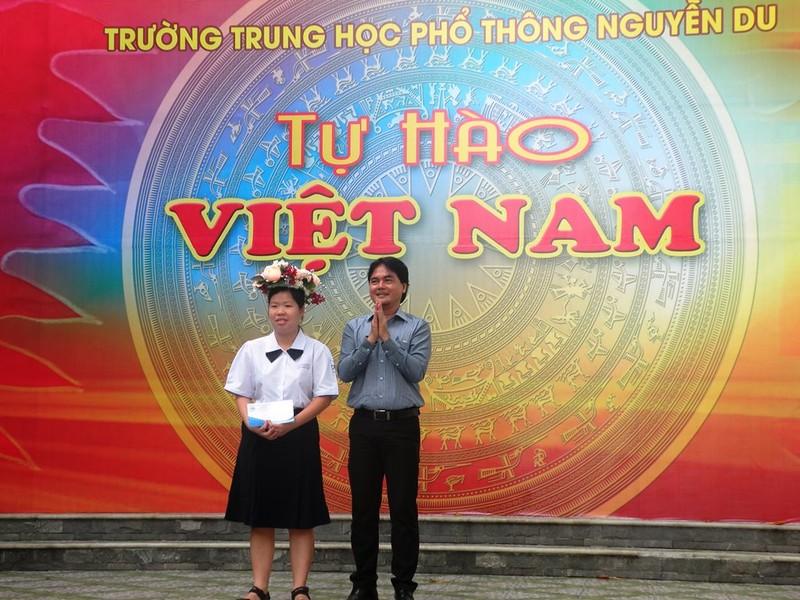 Vinh danh HS đạt giải á quân cuộc thi 'Tự hào Việt Nam' - ảnh 3