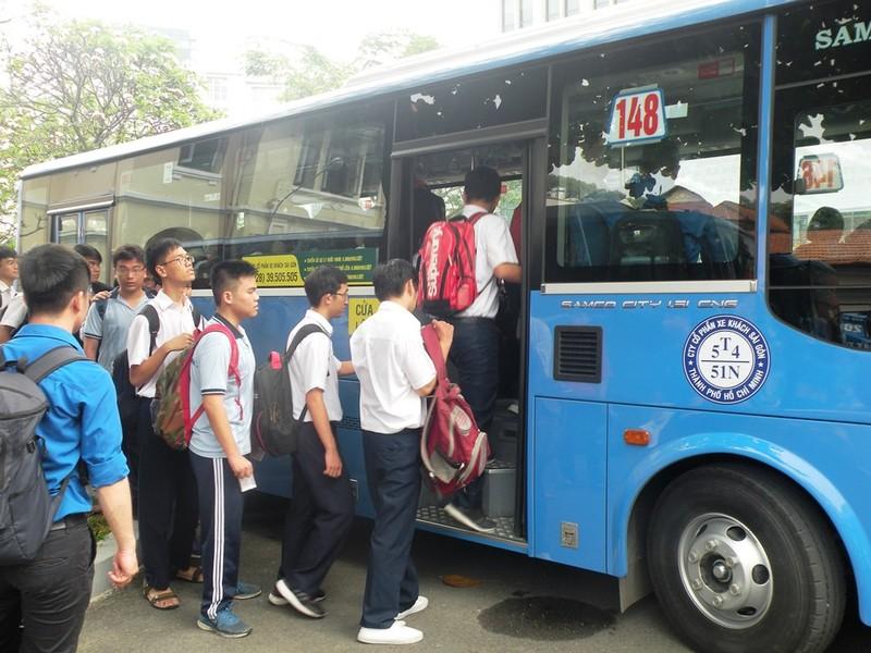 Học sinh TP.HCM đi xe buýt khám phá thành phố - ảnh 2