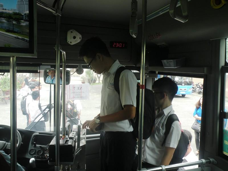 Học sinh TP.HCM đi xe buýt khám phá thành phố - ảnh 3